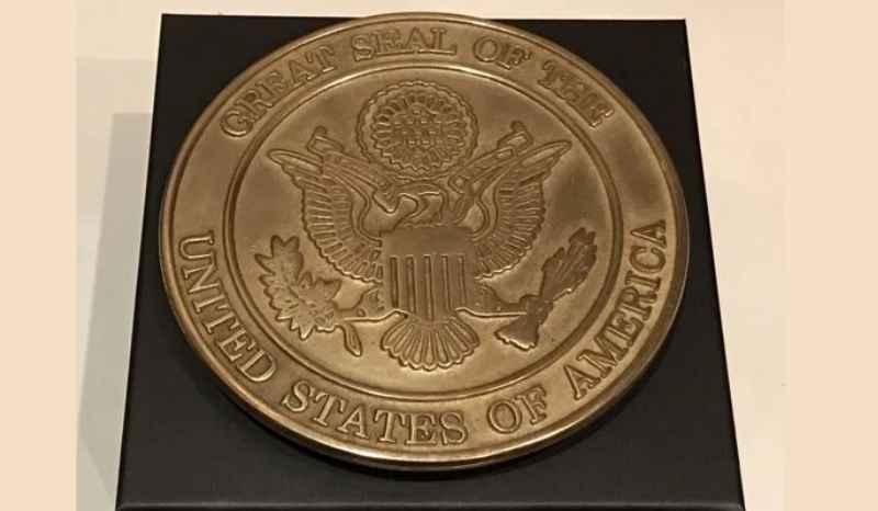 Лицевая сторона представляет собой изображение одного из ключевых символов